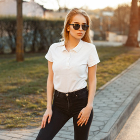 Bedruckte und bestickte Hemden als Teil ihrer Corporate Wear
